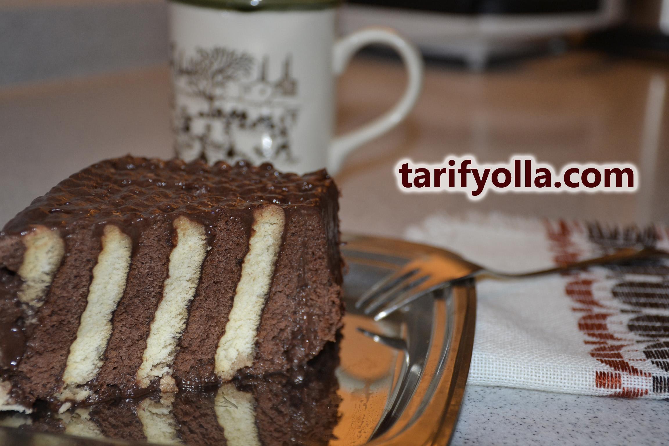 iki renkli bisküvili pasta yapımı